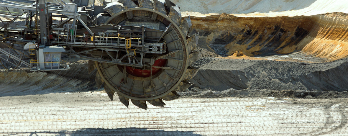 Work machinery in quarry for the extraction of coal